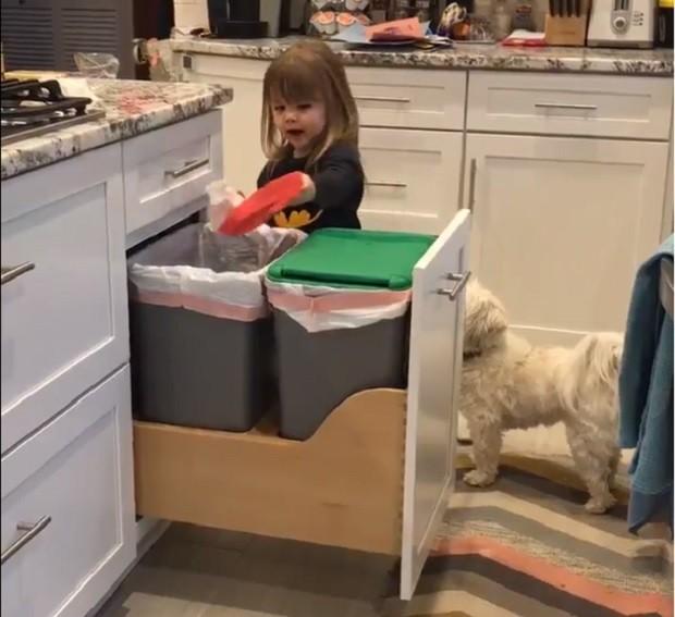 Menina de 3 anos cantando rap (Foto: Reprodução Twitter)