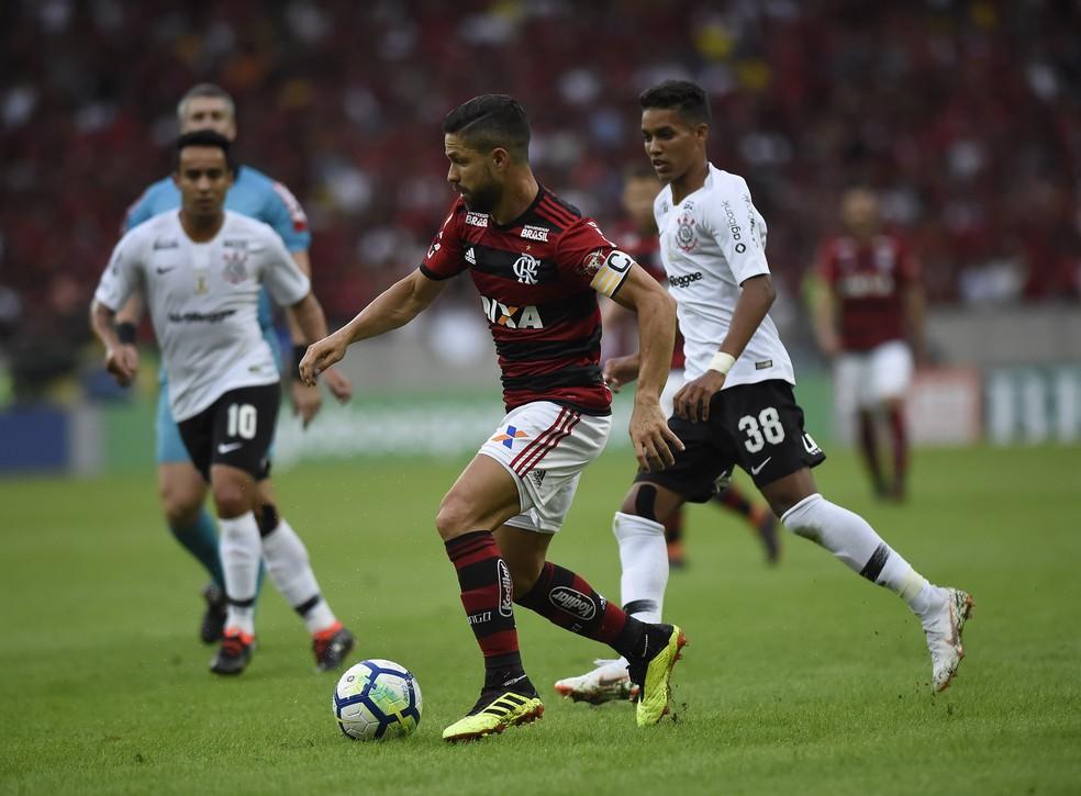 Diego em partida contra o Corinthians (Foto  André Durão) 13d6850d0d965