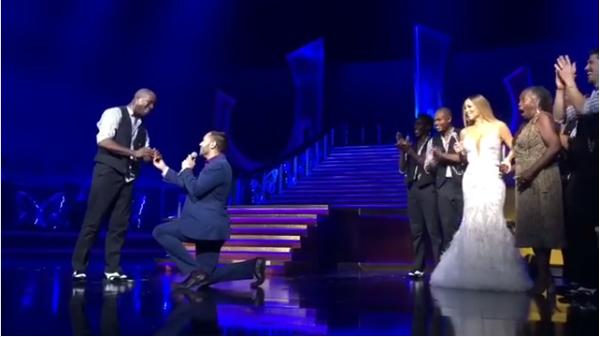 A cantora Mariah Carey observando o pedido de casamento feito por seu dançarino (Foto: Instagram)