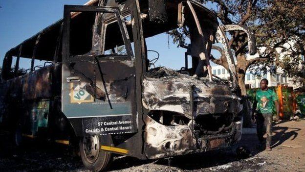 O governo culpou a oposição pelos violentos protestos ocorridos na capital após a votação (Foto: Reuters via BBC)