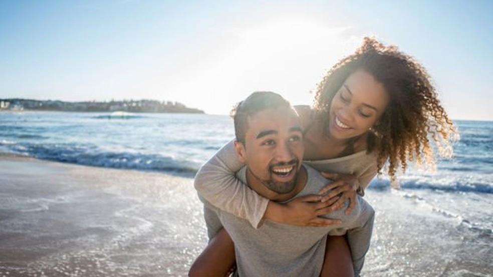 Amor romântico ou erótico é só um dos vários tipos descrito pelos gregos  (Foto: Getty Images/BBC)