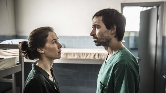 Marjorie Estiano e Julio Andrade comentam separação de Evandro e Carolina; reveja cena