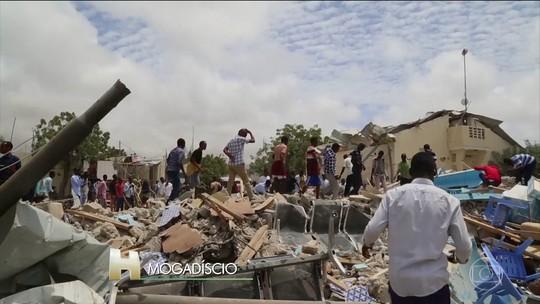 Ataque com carro-bomba diante de prédio do governo na Somália deixa mortos