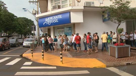Aposentados reclamam de fila de até 3h para sacar benefício em Sertãozinho: 'o povo não aguenta'