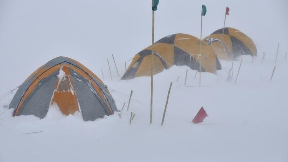 Acampamento de pesquisadores na Antártica — Foto: BBC
