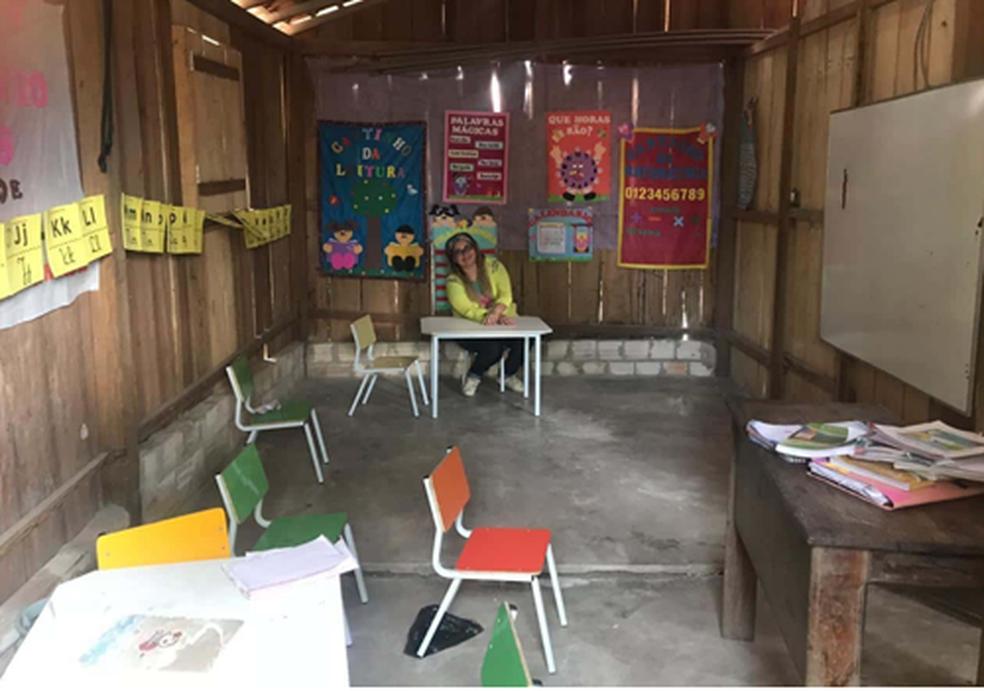 Crianças da localidade estavam sendo atendidas em escola municipal improvisada, construída em madeira na casa da professora contratada pelo município de Capitão Poço. — Foto: Divulgação/ MPPA