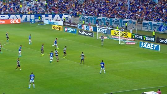 Em dia de zagueiro, lateral Jorge destaca polivalência no Santos a serviço de Sampaoli