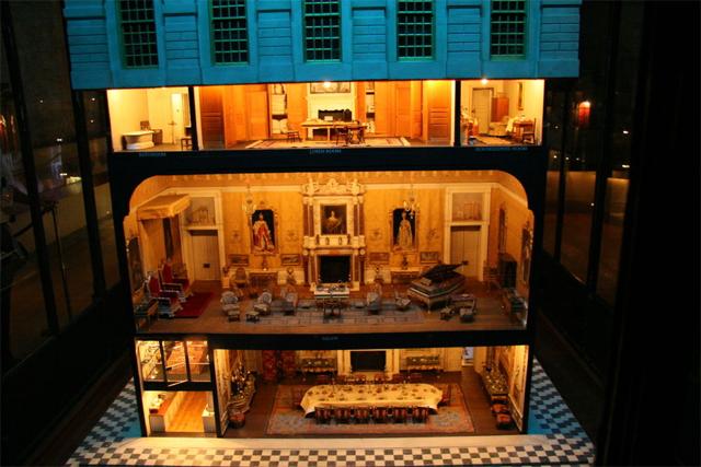 A casa de bonecas da rainha Mary, com encanamento e eletricidade de verdade! (Foto: Divulgação)