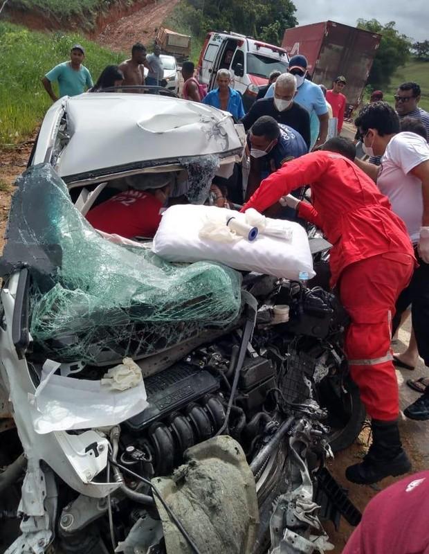Cantora gospel Amanda Wanessa sofre grave acidente de carro - Quem | QUEM  News