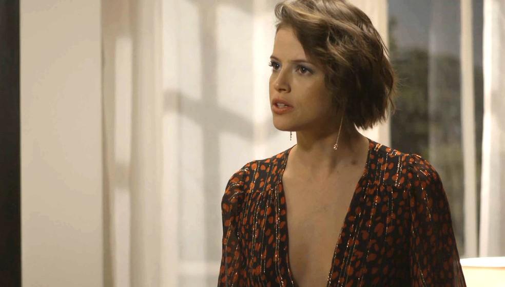 Jô (Agatha Moreira) fica furiosa com virada de jogo de Lucas (Kainan Ferraz), em 'A Dona do Pedaço — Foto: Globo