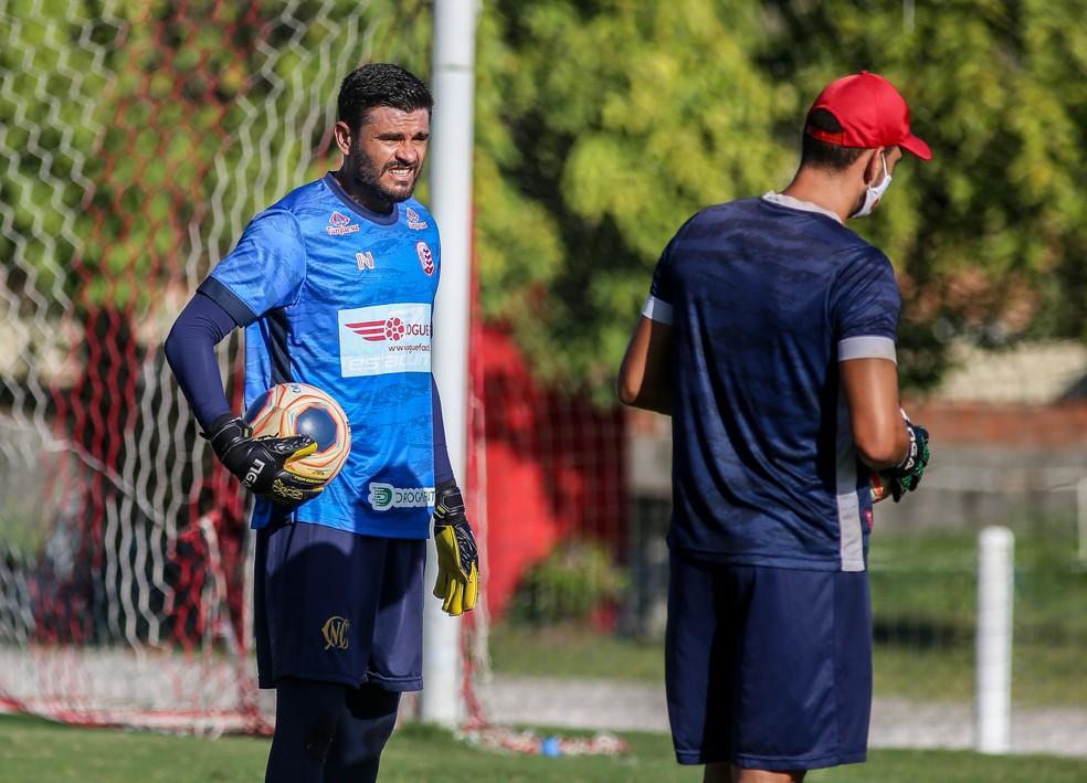 Alex Alves, goleiro do Náutico, em treino no CT — Foto: Tiago Caldas/Náutico