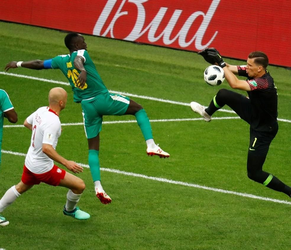 Trapalhadas da Polônia garantem vitória de Senegal (Foto: Kai Pfaffenbach/Reuters)