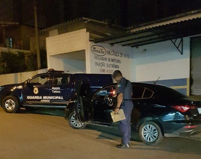 Jovem é preso por suspeita de roubar carro em Jundiaí
