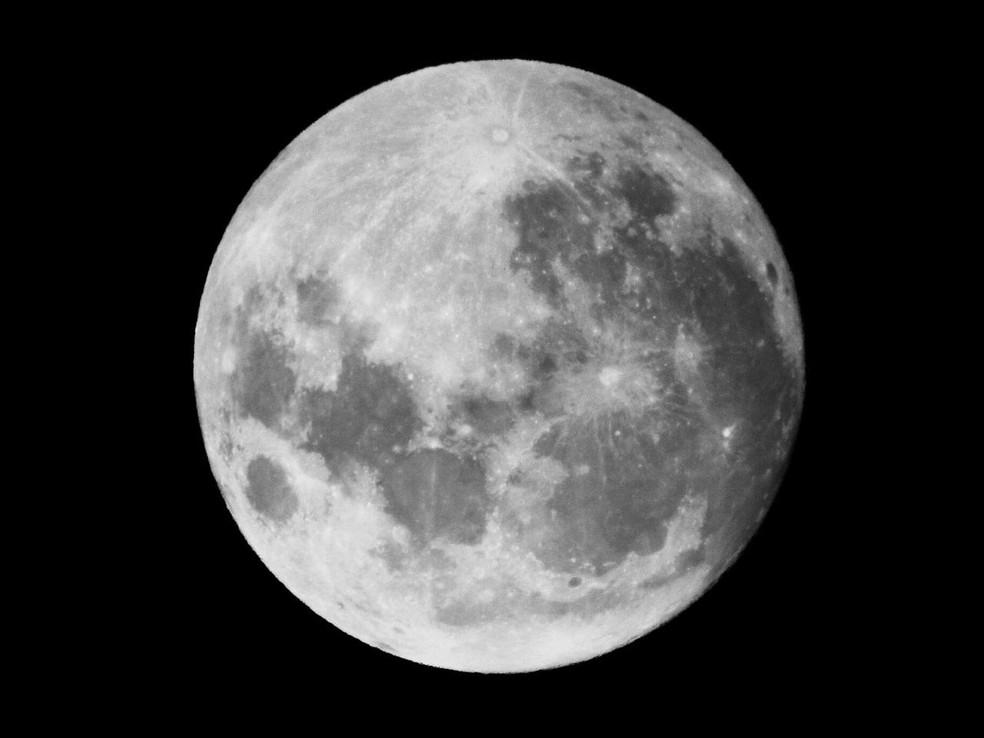 Segunda lua cheia em um único mês, a Lua Azul acontece a cada 2,5 anos — Foto: Divulgação/Observatório Heller & Jung