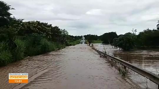 Após chuva, pista é liberada na GO-164, entre Sanclerlândia e São Luís de Montes Belos