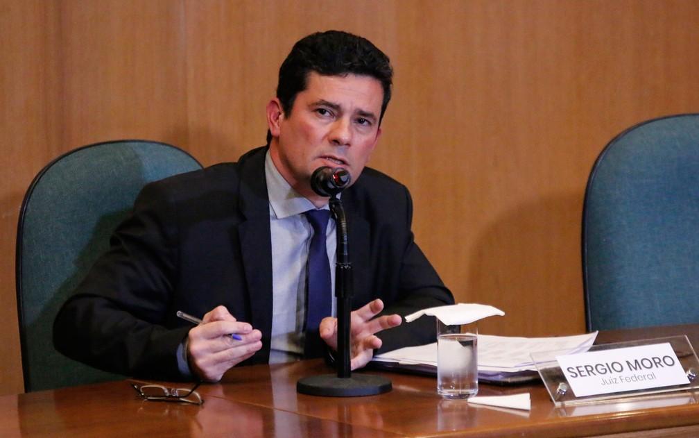 O juiz Sérgio Moro, convidado para chefiar o Ministério da Justiça, deu entrevista coletiva no Paraná nesta terça-feira (6) — Foto: Gisele Pimenta/Framephoto/Estadão Conteúdo