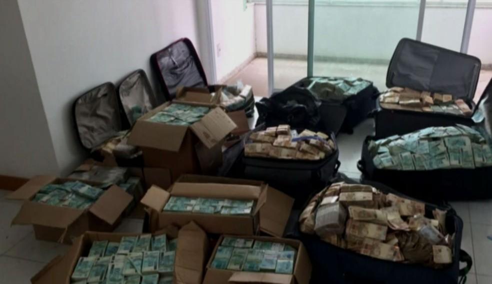 Dinheiro encontrado em caixas e malas em apartamento que seria utilizado por Geddel tinha marcas digitais do assessor Job Brandão (Foto: Reprodução GloboNews)