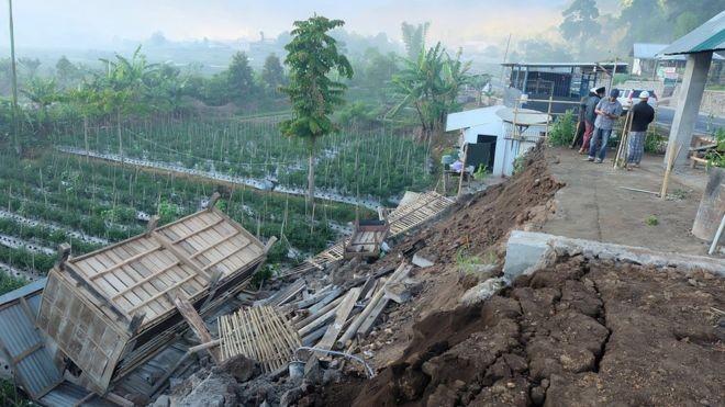 O terremoto que atingiu a ilha de Lombok, na Indonésia, deixou 14 mortos e mais de 150 feridos (Foto: Reuters via BBC)