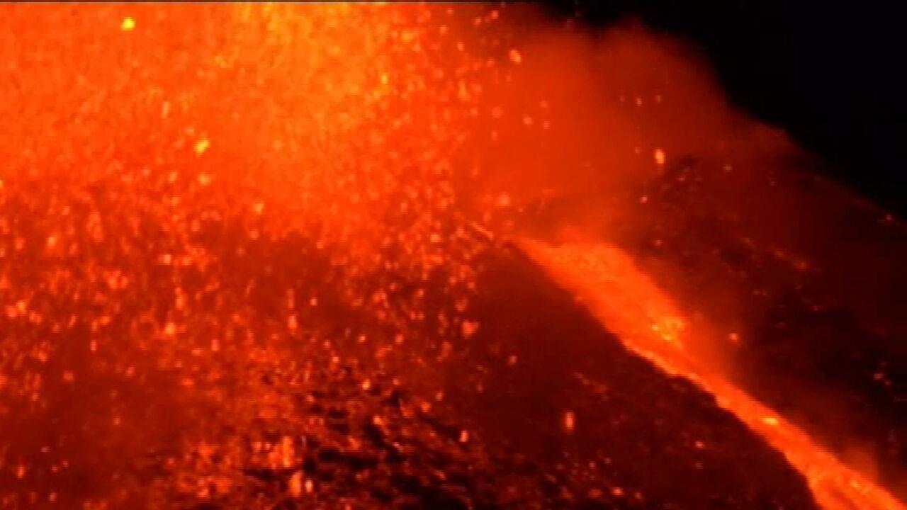 Confira imagens impressionantes da erupção no Monte Etna