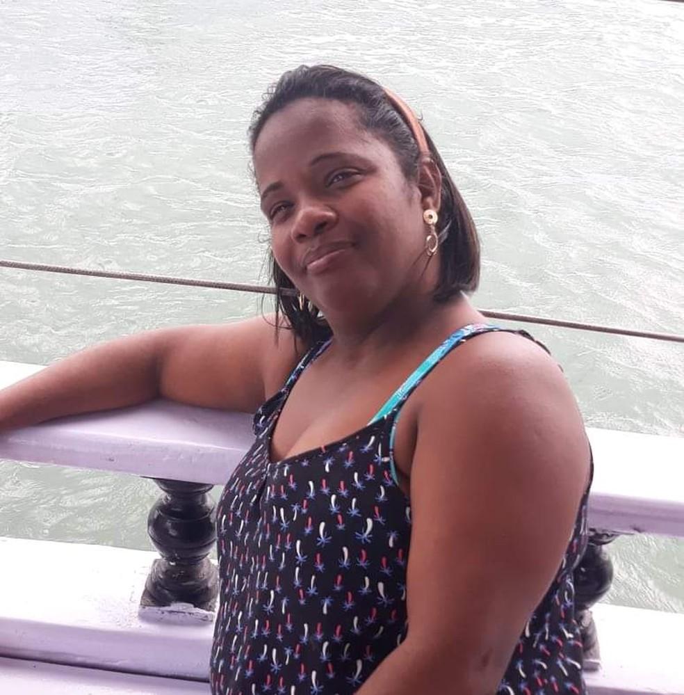 Creude Gomes, 44 anos, viu a sua renda do trabalho cair pela metade — Foto: Arquivo pessoal