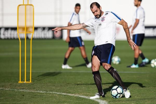O meia Danilo deve ser o principal reforço do Corinthians para o segundo  turno do Campeonato Brasileiro. Recuperado de uma fratura na perna direita  e uma ... 6a896d5a09d6f
