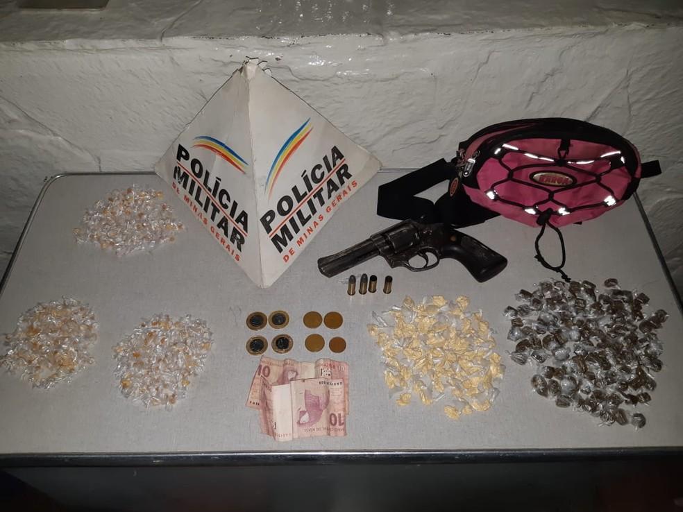 Material apreendido com o adolescente em Montes Claros foi encaminhado à delegacia — Foto: Polícia Militar/Divulgação
