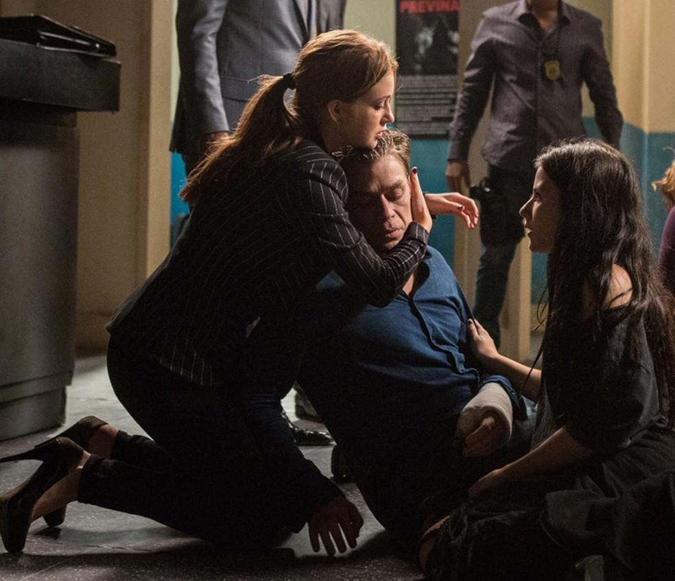 Eliza (Marina Ruy Barbosa) fica mais tranquila com situação de Arthur (Fábio Assunção) — Foto: Fabiano Battaglin/Gshow