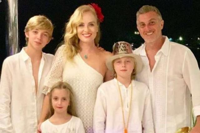 Angélica com a família (Foto: Reprodução)