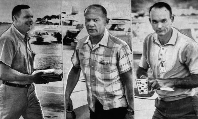 Neil Armstrong, Edwin Aldrin e Michael Collins chegando para mais um dia de treinamento, antes da viagem à Lua