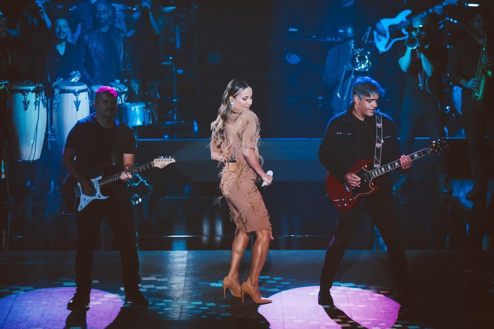 Claudia Leitte coloca todo mundo pra dançar no palco do 'The Voice Kids' — Foto: Isabella Pinheiro/Gshow