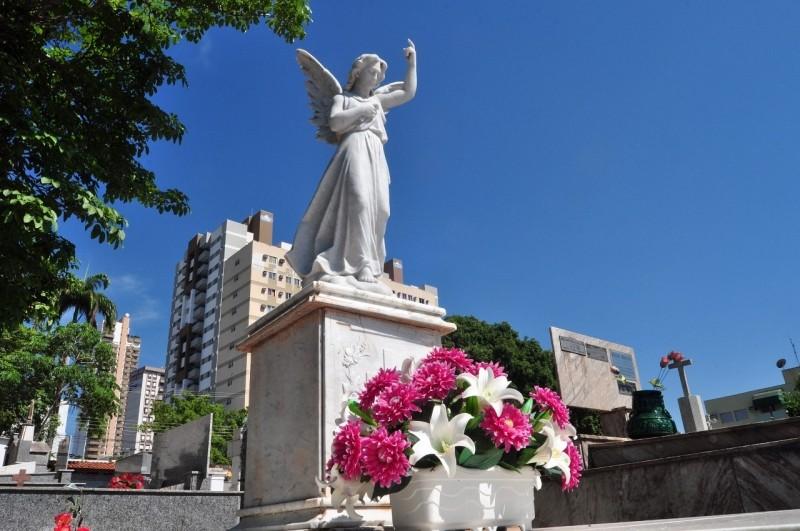 Cemitérios de Cuiabá devem receber 20 mil visitantes no feriado de Finados