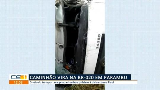 Caminhão vira na BR-020 em Parambu