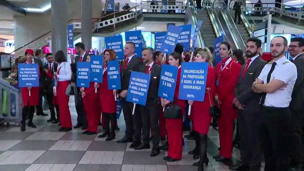 Funcionários da Avianca Brasil protestam no Aeroporto de Congonhas — Foto: Reprodução/TV Globo