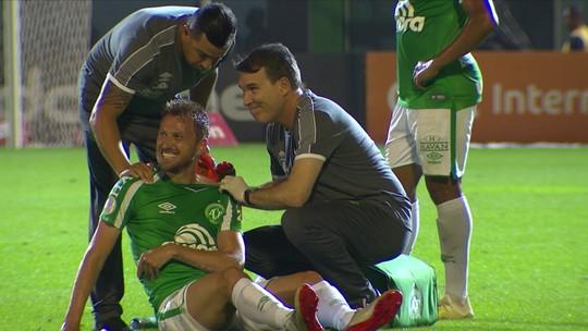 Rafael Pereira sofre luxação no ombro e vira dúvida na Chape