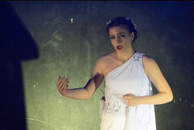 Jovem de 17 anos faz campanha na web para pagar faculdade de canto lírico nos EUA: 'Talento imenso', diz mãe