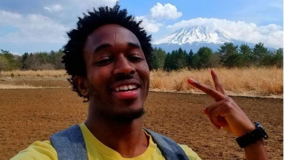 Sem falar o idioma, Stephen passou um ano em Tóquio, onde adquiriu experiência com os japoneses e depois se mudou para o extremo sul do país, para trabalhar no Instituto de Ciências e Tecnologia de Okinawa — Foto: Arquivo pessoal/BBC