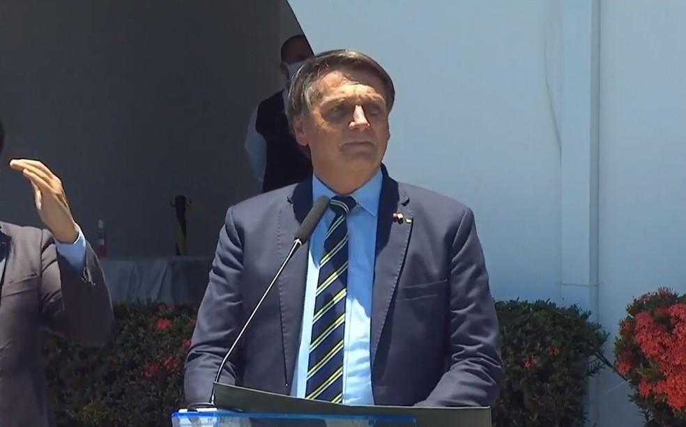 Bolsonaro participa de formatura de militares na Aeronáutica em Guaratinguetá, SP — Foto: Reprodução/TV Brasil