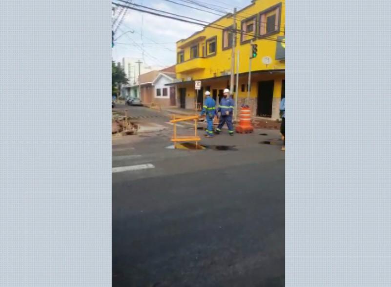 Vazamento de gás natural causa interdição em trecho da Avenida Saudade em Ribeirão Preto, SP
