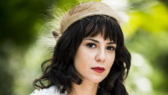 Andreia Horta aparece com franja e cachos para viver vilã em 'Tempo de Amar'