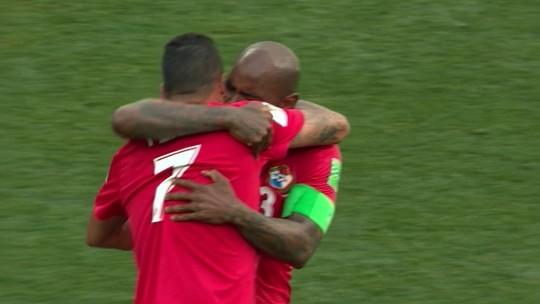 Perto de despedida, Baloy faz primeiro gol do Panamá em Copas e não segura o choro