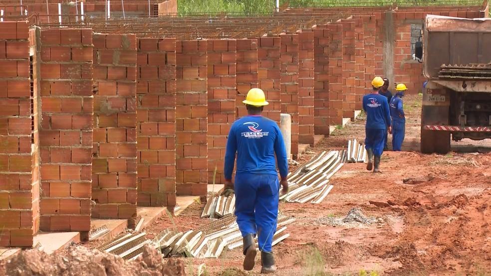 """Casas populares do programa """"Minha Casa, Minha Vida"""" são construídas em Cacoal — Foto: Reprodução/Rede Amazônica"""