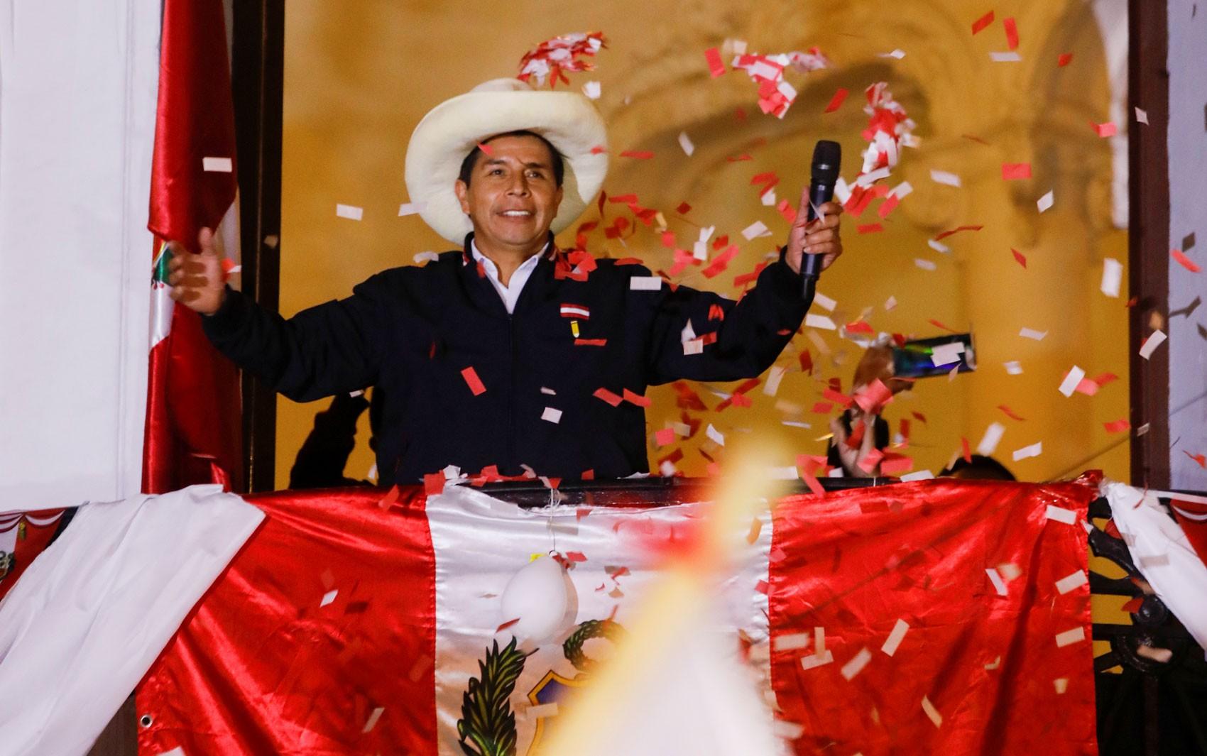 Peru encerra contagem oficial de votos de eleição presidencial, com Castillo na liderança
