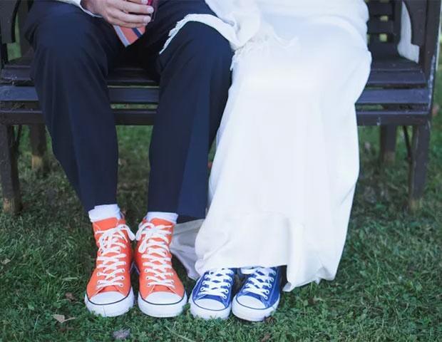 Os modelos Converse All-Star são uma febre entre as noivas (e noivos) (Foto: Suzuran Photography)