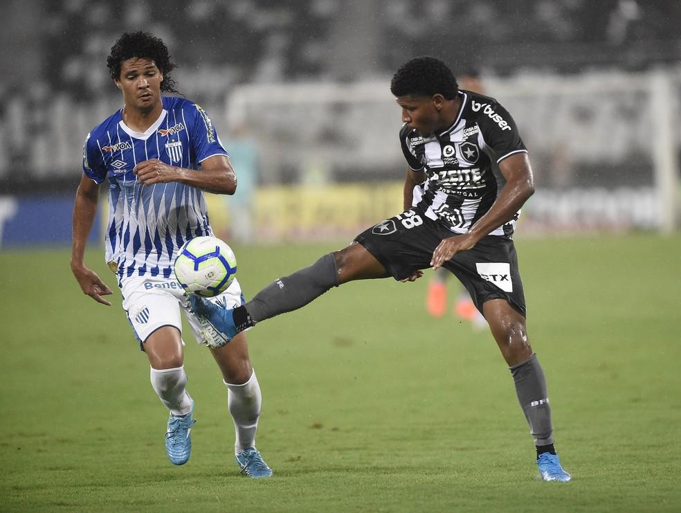 Rhuan fez boa partida contra o Avaí — Foto: André Durão/GloboEsporte.com