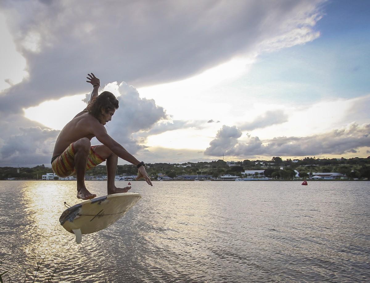 Calor e seca aumentam em 20% nº de banhistas no Lago Paranoá, diz PM