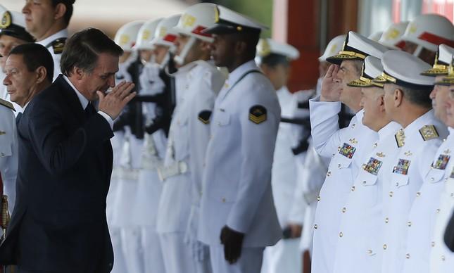 Bolsonaro na posse do novo comandante da Marinha