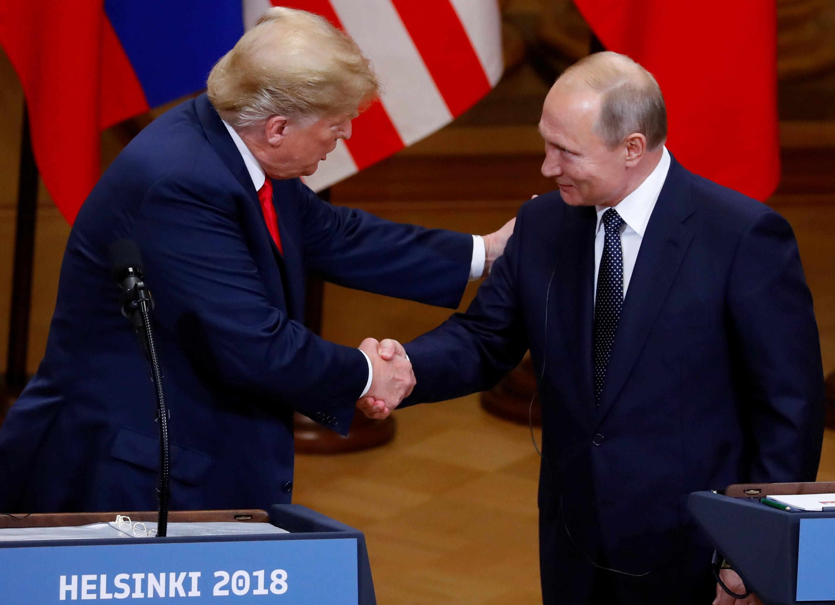 Lado a lado, Trump e Putin voltam a negar ingerência da Rússia nas últimas eleições dos EUA