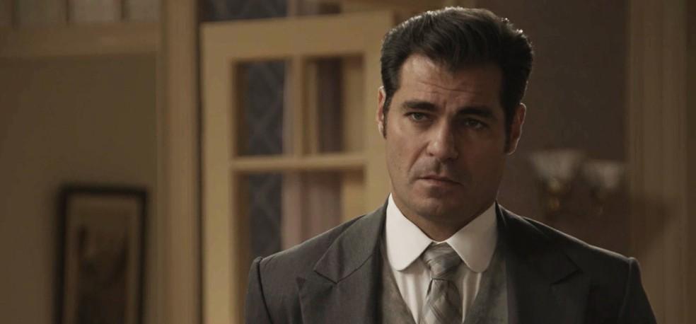 Darcy assume que os dois erraram, mas deseja fazer as pazes com Elisa (Foto: TV Globo)
