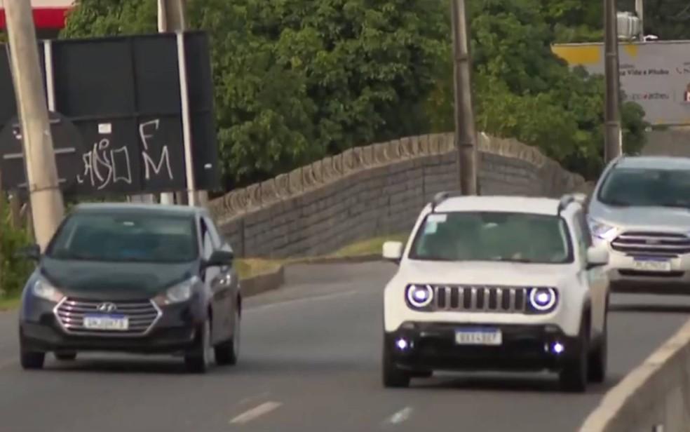 Mais de 40 mil motoristas são multados por não ligarem o farol em rodovias federais na BA — Foto: Reprodução/TV Bahia