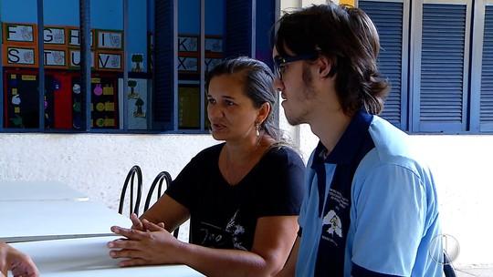 Estudante surdo viaja 50 quilômetros para ter ensino com intérprete no RN